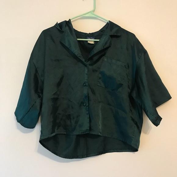 8ba19f3c91b85 Vintage cropped silk button down. M 5b7b2f8404ef50445fa26493